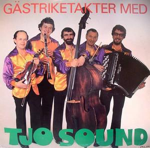 """DRAGSPELSFANTAST MED RADIORÖST. Åke Blom och hans hustru Rose höll i dragspelskaféerna i Boulognerskogen under mer än 20 år. """"Folk frågar än i dag om vi inte kan börja igen.""""POPULÄR ORKESTER. Tjo Sound var med i både radio och tv på 1970-talet. Kapellmästaren Åke Blom med sin kontrabas i mitten."""