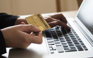 Internetbedrägerierna ökar lavinartat. På tisdagen anmälde en Härnösandskvinna att någon gjort sju uttag på hennes konto utan hennes vetskap.