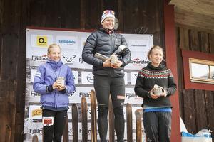 Vemdalens fjällmaraton prisutdelning damer 11 km. Från vänster: Tove Karlsson,  Ida Ingemarsdotter och Anna Maria Sjöström