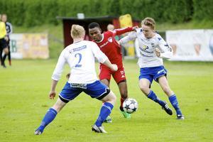 Salim Soud (bilden) var en av Faluspelarna som gärna passade på och lekte lite med bollen när Sundsvall började tröttna.