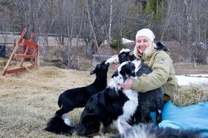 – Jag tycker om att sköta om människor och djur, jag är en vårdande person, säger Karin Wikberg på Skansen.