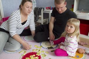 Akutsjuk. Lina Virenius, 3 år, fick ingen hjälp med sin astma på vårdcentralen i Hallstahammar och hamnade istället på akuten i Västerås.