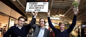 Robert Holmström, Jonas Blom och Jonatan Lysell tog emot priset som förutom en check på 1 000 kronor innebär att de går till UF-finalen i Stockholm.