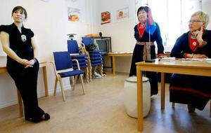 Anna Kråik, Anita Staaf och Margareta Svantesson var val-förrättare inne på Gaaltje när sametingsvalet genomfördes på söndagen.Foto: Henrik Flygare