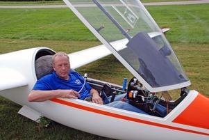 Efter en kort och snabb flyguppvisning landade Rune Leander i Siljansnäs igen.