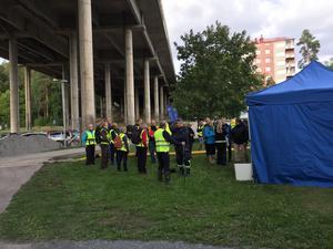 Upp mot ett 40-tal frivilliga hade samlats för att delta i sökandet.