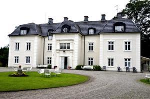 Anrik plats. Sedan 1920-talet har det bedrivits verksamhet på Kåfalla herrgård.