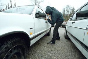 Biltjuvar borde stoppas redan innan de har gjort brottet genom att inte tala om vilka bilar som finns var, menar insändarskribenten. Arrangerad bild.Fotograf: Per Knutsson