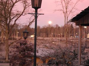 Tog bilden en tidig morgon, precis när man börjat bygga, från mitt dåvarande hus ute på Gäddeholm.