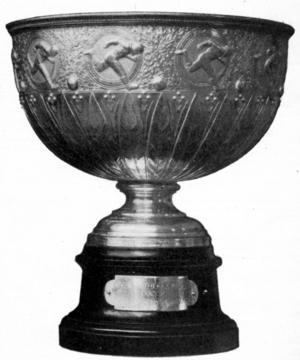 TROFÉN. Genom att år efter år spöa storklubbar som AIK och Djurgården lyckades Gefle IF 1902 ta hem von Rosens pokal för alltid.