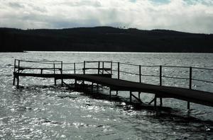 Sköljde. Nu är sjön Ljustern i Säter isfri. Sjön sköljde den 5 april.