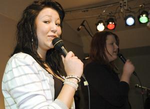 Lovisa Canneryd och Sara Kjellberg sjöng Give me your love, som framfördes av duon Fame i melodifestivalen 2003.