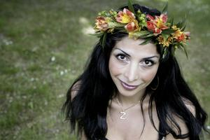 Sommarvärd. Komikern och skådespelerskan Zinat Pirzadeh är en av årets sommarpratare i P 1 i sommar. Foto:JESSICAGOW / SCANPIX