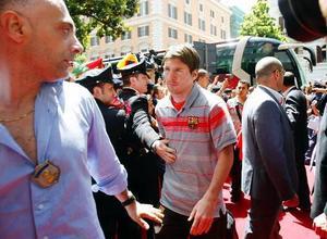 Barcelonas argentiske stjärna Lionel Messi anländer till hotellet i Rom.