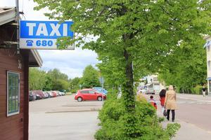 Svarttaxi och förlorade avtal med upphandlare bidrar till många problem för taxiverksamheten i Ljusdal.