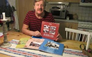 """Jan Delbom har nu gett ut fyra böcker. Den senaste """"Andra sidan älven - fyra byar"""" släpper han vid söndagens julmarknad på gammelgården. Foto: Roland Engvall"""