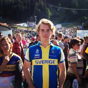 Anders Sahlén ser ljuset i (skade)tunneln. På onsdag åker gipset bort på fotleden och i september kan han kanske göra comeback vid SM i Åre.   Arkivbild: Privat