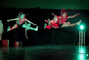 Allstars visade upp kickboxning. Från vänster: Emma Andersson, Madina Hussein och Beverly Law.