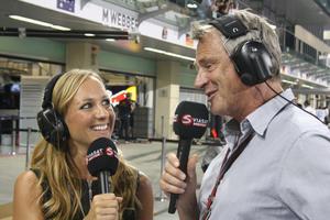 KOLLEGA. Frida bevakar Formel 1 med förre föraren och expertkommentatorn Eje Elgh.