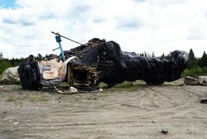 Murken. Kalle Westman-statyn fraktas bort 2003. Foto: Per G Norén