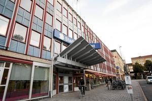 MP vill se ett kulturhus och stadsbibliotek i centrum men inte på den plats Alliansen föreslår.