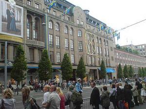 Köptempel. NK i Stockholm - ett bra ställe att handla bröllopspresenter på för den som har plånbok för det.