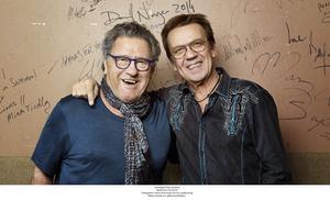 Tommy Körberg och Björn Skifs sjunger låtar från 60-talet. Pressbild.