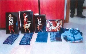 Här är delar av polisens förundersökningsmaterial. På fotot syns tavlorna där opiumet var gömt.