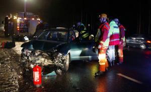 Bilen som svängde av mot motionsstadion körde rätt in i det andra fordonets sida.