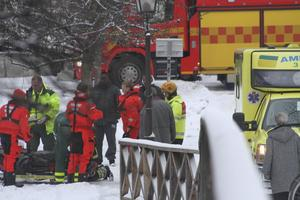 Inte onaturligt. Den 55-årige tidigare Hallstahammarsbon hittades den 1 februari i år fastfrusen i isen på Gävleån i centrala Gävle. Det har nu framkommit att mannen avled genom sjukdomsfall och polisen har avskrivit ärendet.Foto: Roger Nilsson