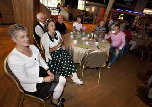 Marianne Andersson, Lilian Eriksson, Mats Hammarström, Kjell Bäcklin, Tord Lindén, Sonny Boström och Anders Holm delade bord.