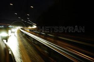 Att byta glödlampa är inget märkvärdigare än att tanka eller skifta däck på bilen, skriver insändaren som tycker det slarvas på lampfronten.