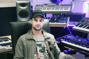 När Fredrik Sonefors fick förfrågan om att producera låtar till Måns Zelmerlöw var svaret givet.