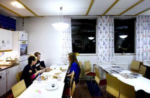 MÅNGA ÄTER UTE. Suzana Pranjic och Patrik Parner äter sällan i personalmatsalen på Ericsson eftersom de föredrar att äta ute.