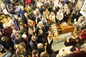 Mycket folk besökte autionen i Järvsöfolkan på påskdagen, som anordnades av Järvsö auktionsbyrå.