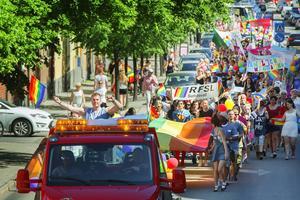 Förra året deltog flera tusen personer i Pride-paraden genom Sundsvall.