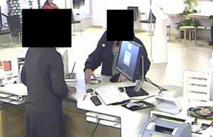 En kvinna från Fagersta tog ut 15 000 kronor på Swedbank i Fagersta i början av 2012. Pengarna kom från ett bedrägeri som utförts av en okänd person.