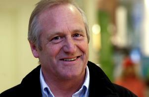 Bengt Åkman (BOP) ogillar att kommunalrådet Pettersson gick ut i DT och  mer än antydde vem av de två kandidaterna han vill se som kommunchef.