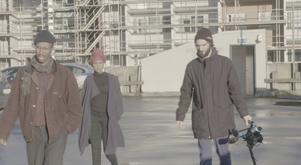 Regissören Salad Hilowle, skådespelaren Samira Hilowle och fotografen Victor Claeson från inspelningen i Gävle.