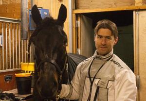 Mikael Olsson med Mofaksan efter seger i första Östersundsbesöket.