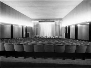 Roxy på Drottninggatan 14 invigdes 1935. Som första film lockade man med tecknat, Max Fleischers