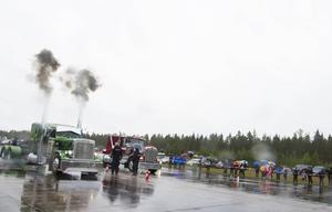 Lastbilsdragracing på Fönebasen 2015.