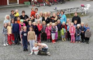 På skolgården i Västbygden  är det 46 barn. Av dem finns 20 i förskolan. Men oron är fortfarande stor för att F–6-skolan ska läggas ned.