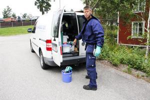 Sommartid är det oftast på grund av getingar som Anticimex och skadedjurstekniker Göran Härdin rycker ut.