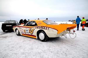 """Den här bilen har Zetterman Engineering gjort iordning åt en kund för ett försök att slå hastighetsrekord på is. """"I vanliga fall ska en racerbil vara lätt, men den här gjöt vi blytackor till för att tynga ner den så att den fick grepp på isen"""", berättar de. Bilen utrustades dessutom med den stora vingen bak, däck som var avsedda för Svenska rallyt samt en bromsfallskärm. Och det fungerade. Ägaren kom upp i 275 km/h på en sjö norr om Uppsala. FOTO: BJÖRN ZETTERMAN"""