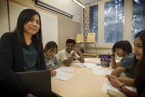 Wipawee Jaioyawung binder ihop sin undervisning med ämnen som intresserar eleverna.