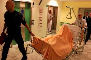 En av de misstänkta mördarna häktades på USÖ efter att han själv blivit knivskuren.