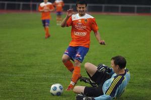 Deniz Cetin gör 4–1 för Bollnäs mot Forsa.