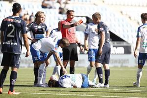 Rött kort för Gefle IFs  Anton Lans efter att han trippat IFK Norrköpings David Moberg Karlsson.