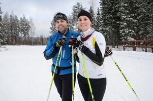 Jacob och Maria Lindström gjorde 14 kilometer i spåren under fredagen.
